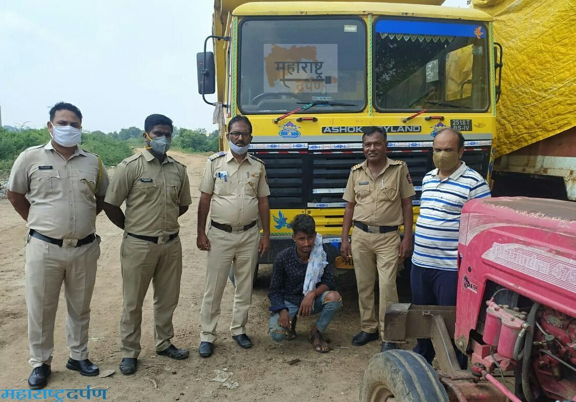 दोन दहा चाकी ट्रक ७ ब्रास रेती चोरून नेताना दोघांना अटक