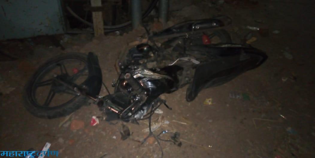बस व मोटार साईकल च्या धडकेत दोघांचा मृत्यु ,एक गंभिर,ड्रायव्हर अटक