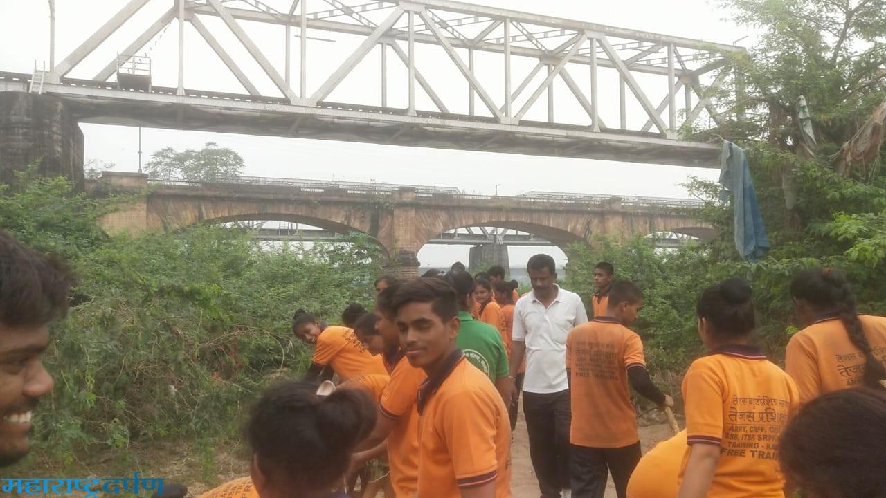तेजस संस्था कामठी व्दारे कन्हान नदी शांती घाट रस्त्याकरिता राबविले स्वछता अभियान