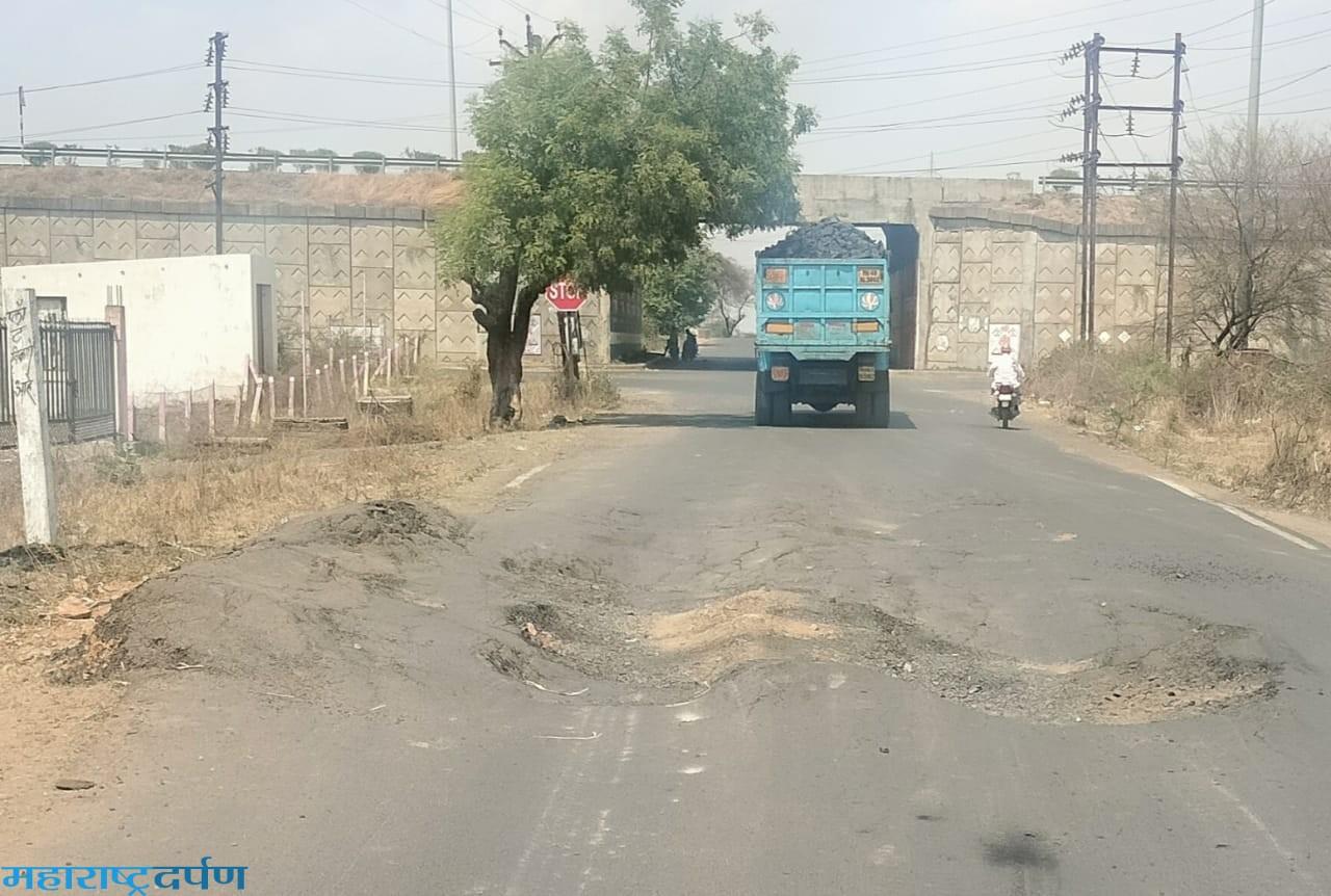 कन्हान-गहुहिवरा रोड वर जिवघेणा गड्डा अपघातास निमत्रंण