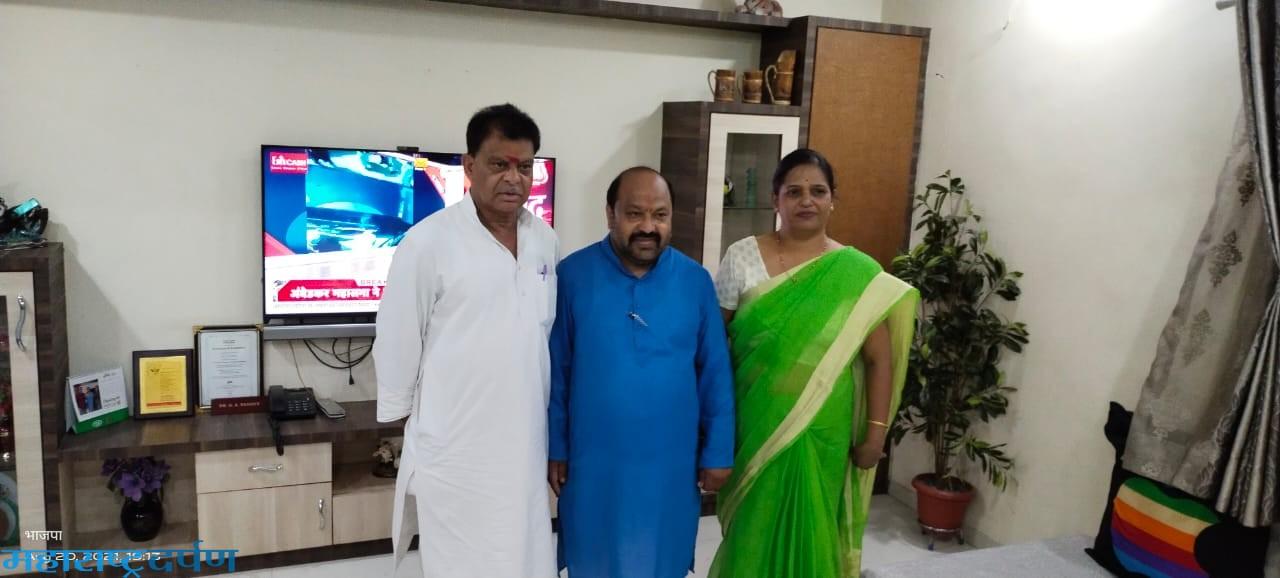 पूर्व केबिनेट मंत्री श्री चौधरी चंद्रभान सिंह ने रामाकोना में शोकाकुल परिवारो से मिलकर दि सांत्वना