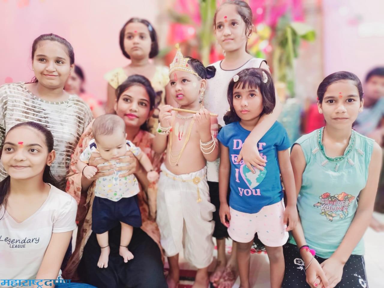 कन्हान ला लहान मुलांनी दही हंडी उत्सव साजरा केला