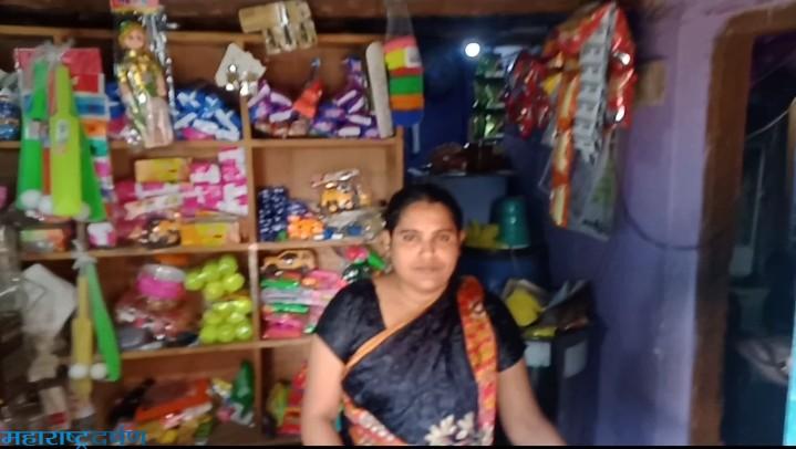 सत्रापुर येथील दुकानाच्या डॉवर मधिल पर्स चोरी